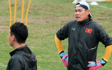 Tập lấn sân, trợ lý Lee Young-jin khiến HLV thủ môn U23 Việt Nam phật ý