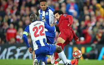 Sao Liverpool thoát thẻ đỏ trực tiếp sau pha vào bóng thô bạo, có thể khiến đối thủ dính chấn thương cực nặng