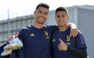 Đàn em đồng hương của Ronaldo bấm thả tim cho bình luận chửi đội nhà
