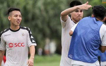 """Đức Huy """"tẩn"""" đàn em vì bắt lỗi nhầm trong buổi tập của Hà Nội FC"""