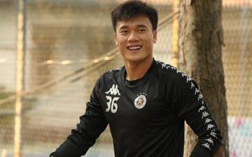 Bùi Tiến Dũng tỉ mỉ tới từng chi tiết trước buổi tập của Hà Nội FC