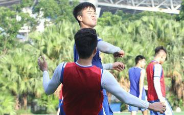 """Đúng là Mạnh """"gắt"""": Chỉ tập luyện thôi cũng đấm Thành Chung không trượt phát nào"""