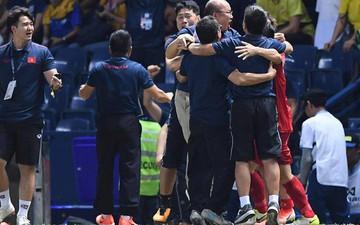 HLV Park Hang-seo ôm đầu tiếc nuối rồi vỡ òa sung sướng sau bàn thắng vàng của Anh Đức