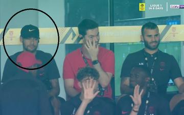 Ngay trước drama bị đàn em đẩy ra ngoài để CLB chụp ảnh, cầu thủ đắt giá nhất thế giới có biểu cảm không ngờ khi đồng đội ghi bàn
