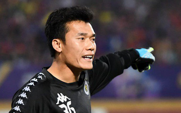 Bùi Tiến Dũng lần đầu suất trận tại AFC Cup cho Hà Nội FC sau khi đàn anh rời sân vì chấn thương