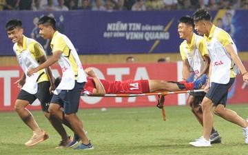Em trai Đình Trọng bật cười vì hành động câu giờ lộ liễu của cầu thủ 4.25 SC