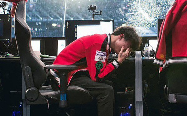"""Choáng với """"nhà tiên tri"""" đến từ Việt Nam, dự đoán siêu chuẩn xác cả Faker lẫn đương kim vô địch thế giới Invictus Gaming bị đá văng khỏi MSI 2019"""