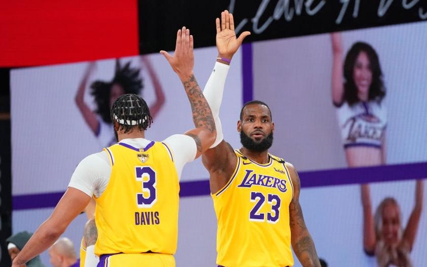 Giải quyết sớm trận đấu ngay từ hiệp 3, Los Angeles Lakers nắm lợi thế dẫn trước ở NBA Finals