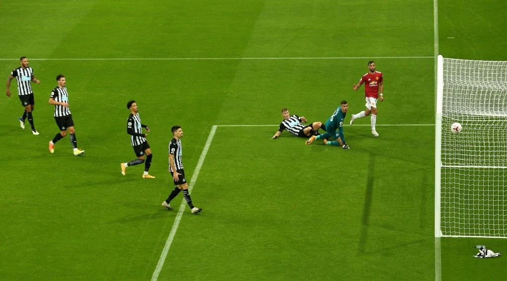 Phản lưới nhà và hỏng phạt đền, Man Utd vẫn thắng ngược nhờ 3 bàn trong 10 phút cuối - ảnh 8