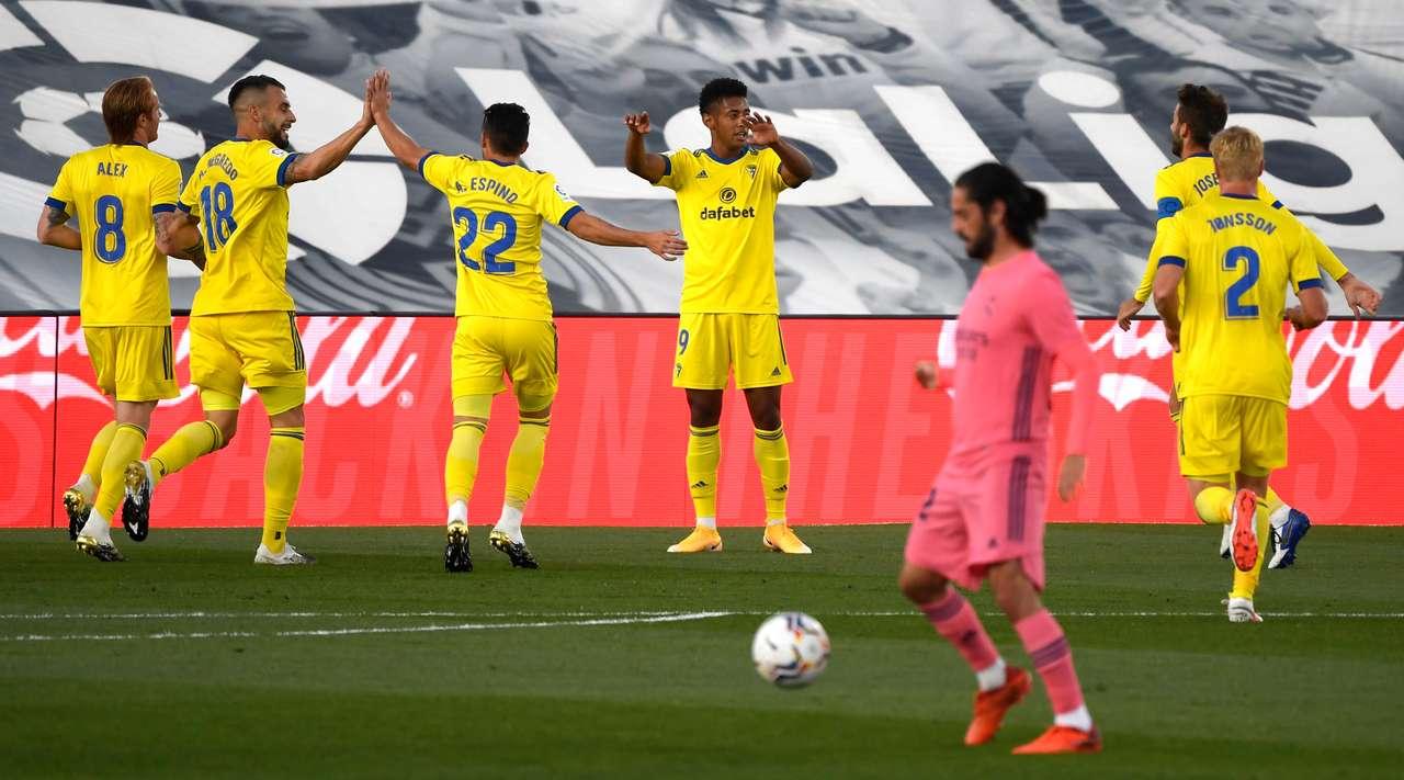 Real Madrid thua sốc tân binh Cadiz ngay trên sân nhà - Ảnh 3.