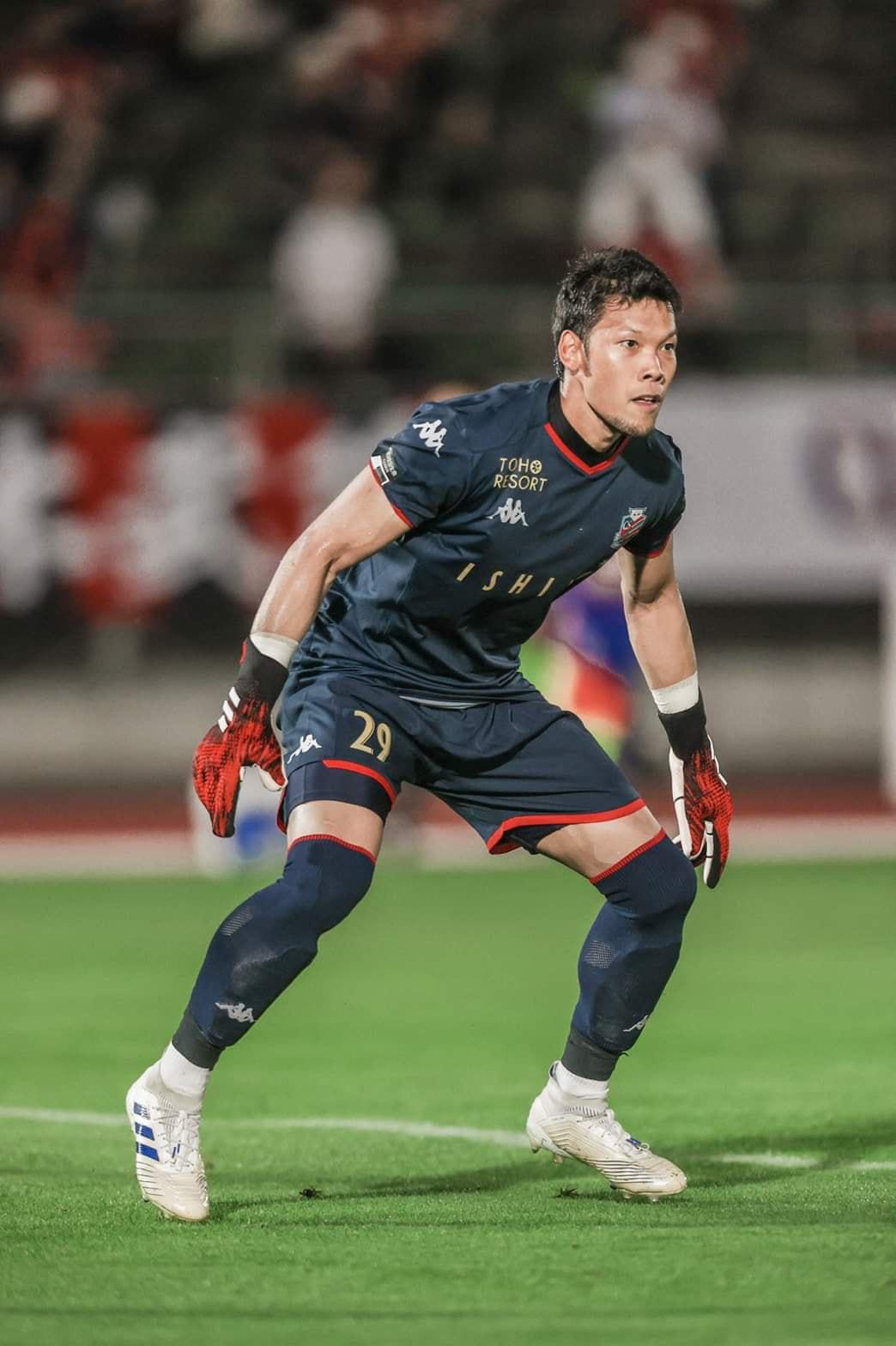 Văn Lâm đối mặt nguy cơ bị đẩy khỏi Muangthong United vì thủ môn tuyển Thái Lan - Ảnh 1.