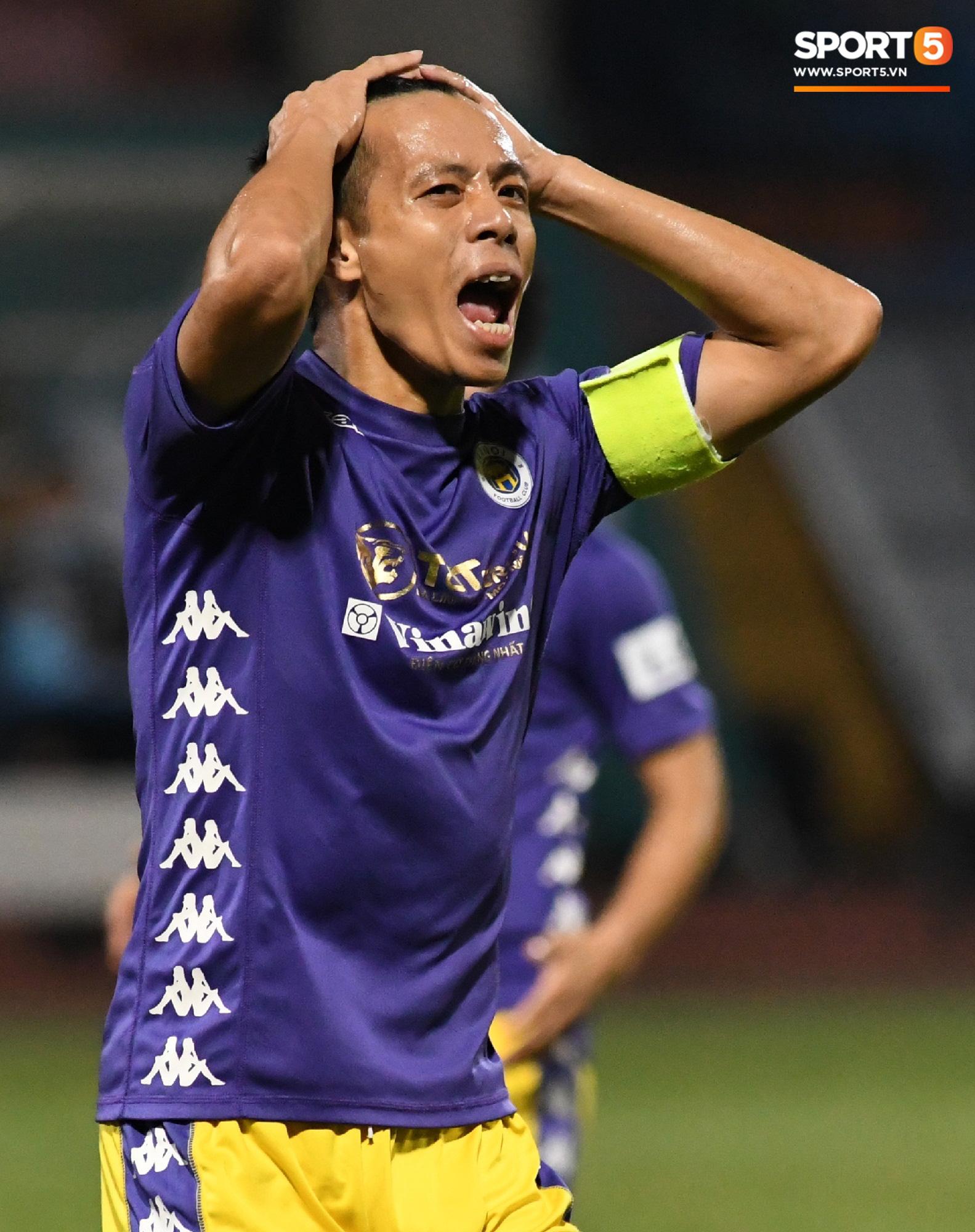Quang Hải biểu diễn kỹ năng đỡ bóng không cần nhìn cực điệu nghệ, đi bóng khiến hàng thủ Viettel FC hỗn loạn - Ảnh 8.