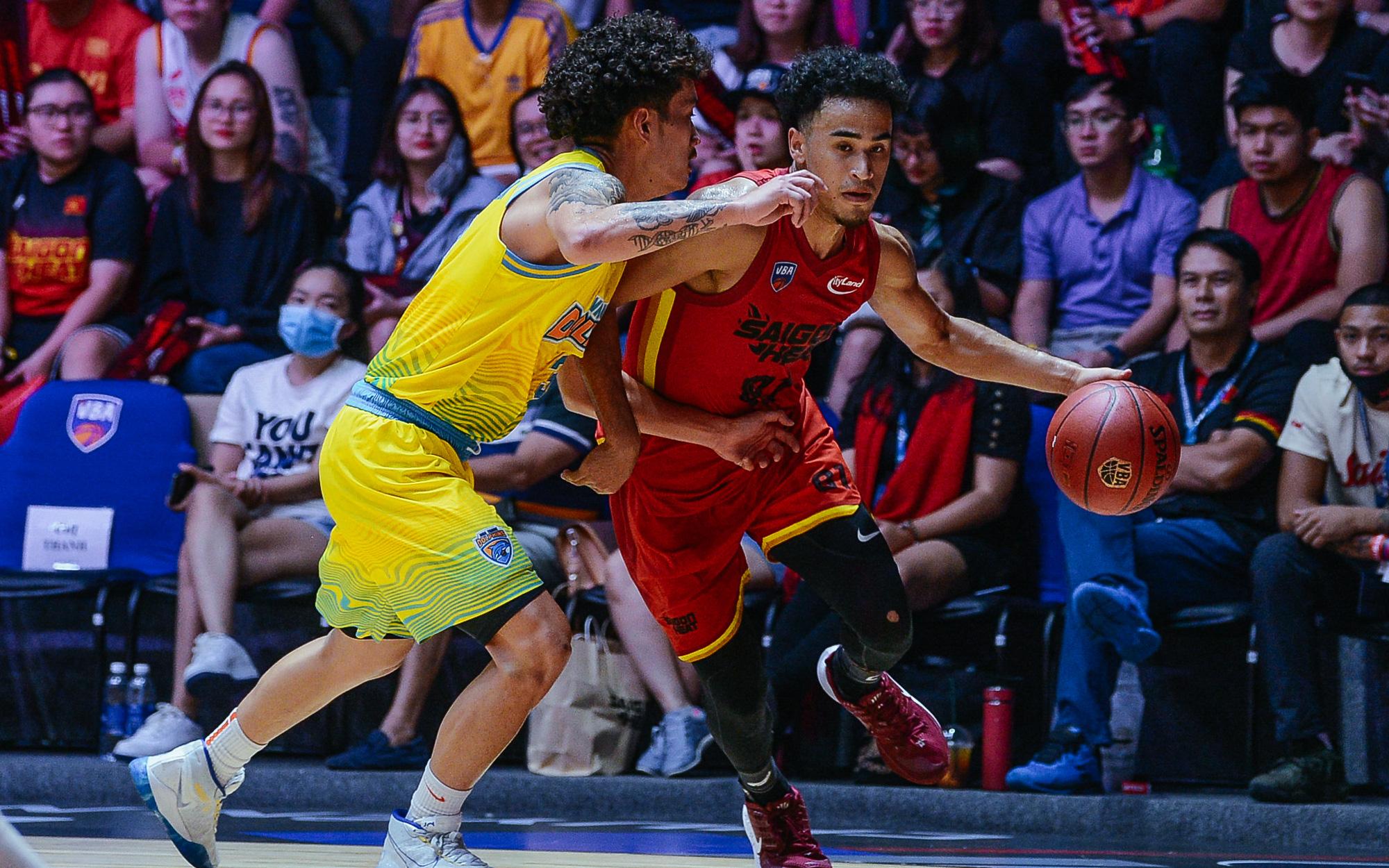 Bóc info về Christian Juzang - Hot boy Việt kiều đang làm dậy sóng mùa giải bóng rổ chuyên nghiệp VBA 2020