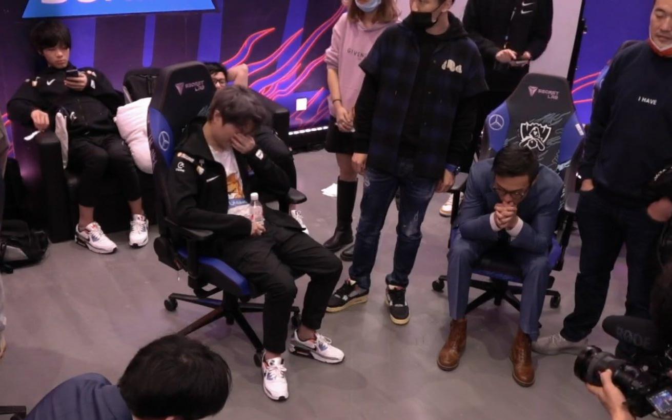 Hình ảnh có thể lấy đi nước mắt của bạn: SofM và đồng đội gục ngã sau khi thua chung kết giải đấu CKTG 2020