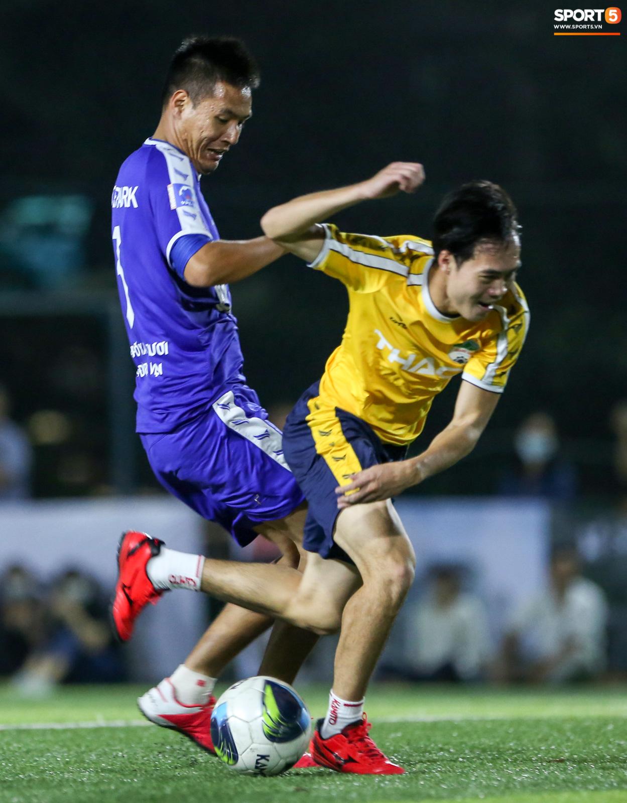 Văn Toàn khiến Phan Hải ngã sõng xoài, làm tất cả trầm trồ với tốc độ khác người trong trận đấu từ thiện - ảnh 7