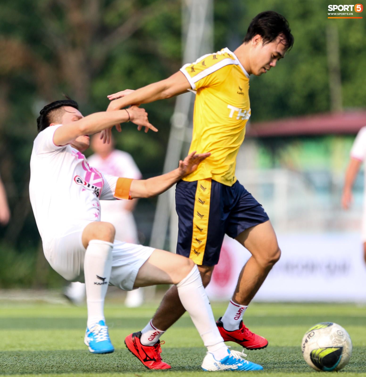 Văn Toàn khiến Phan Hải ngã sõng xoài, làm tất cả trầm trồ với tốc độ khác người trong trận đấu từ thiện - ảnh 4