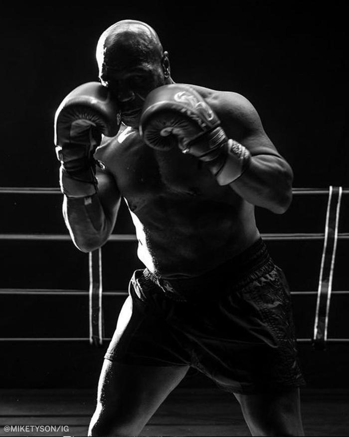"""Roy Jones phô diễn tốc độ cực """"khủng"""" trước thềm trận đại chiến với Mike Tyson - Ảnh 2."""