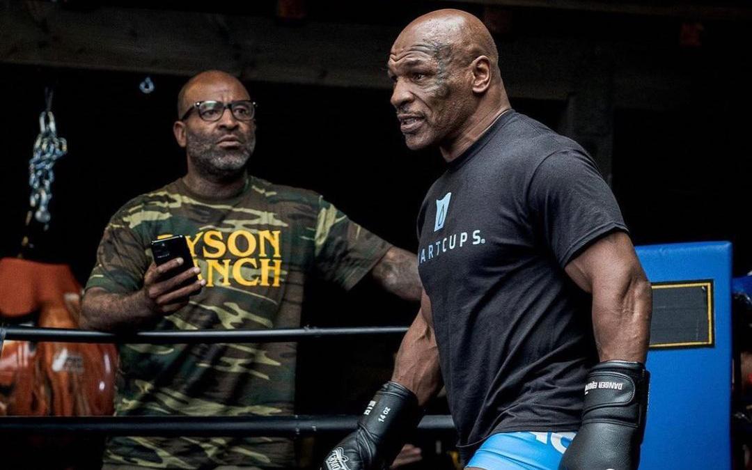 HLV khẳng định Mike Tyson sẽ bất chấp quy định để hạ đo ván Roy Jones: Chẳng ai tập luyện cả tháng trời chỉ để lên đài biểu diễn