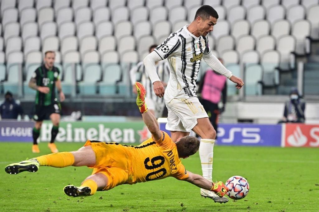 Ronaldo ghi bàn đưa Juventus vào vòng knock-out Champions League - ảnh 5