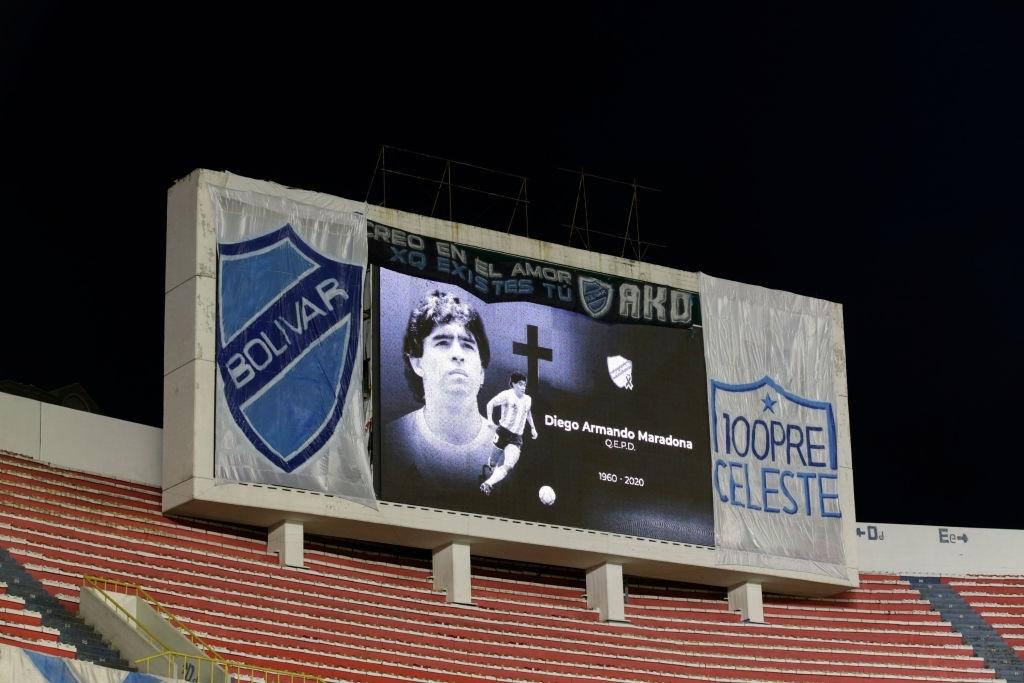 Xúc động bức họa tưởng nhớ Maradona trên nền căn nhà đổ nát giữa vùng chiến sự - ảnh 15