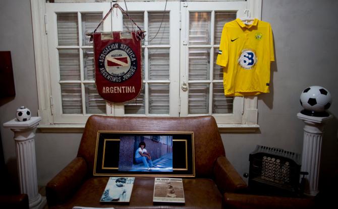 Khám phá căn nhà thuở chưa nổi tiếng của Maradona, sẽ là nơi yên nghỉ cuối cùng của Cậu bé Vàng - ảnh 11