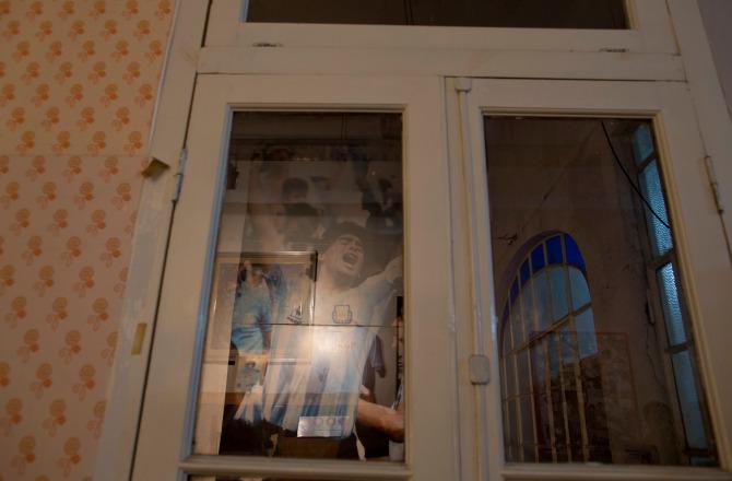 Khám phá căn nhà thuở chưa nổi tiếng của Maradona, sẽ là nơi yên nghỉ cuối cùng của Cậu bé Vàng - ảnh 9