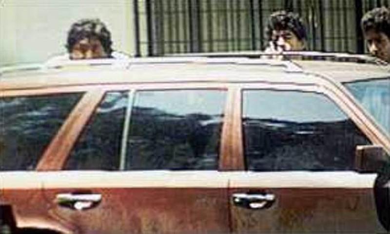 Khoảnh khắc điên rồ của Maradona: Xả súng vào phóng viên - Ảnh 4.