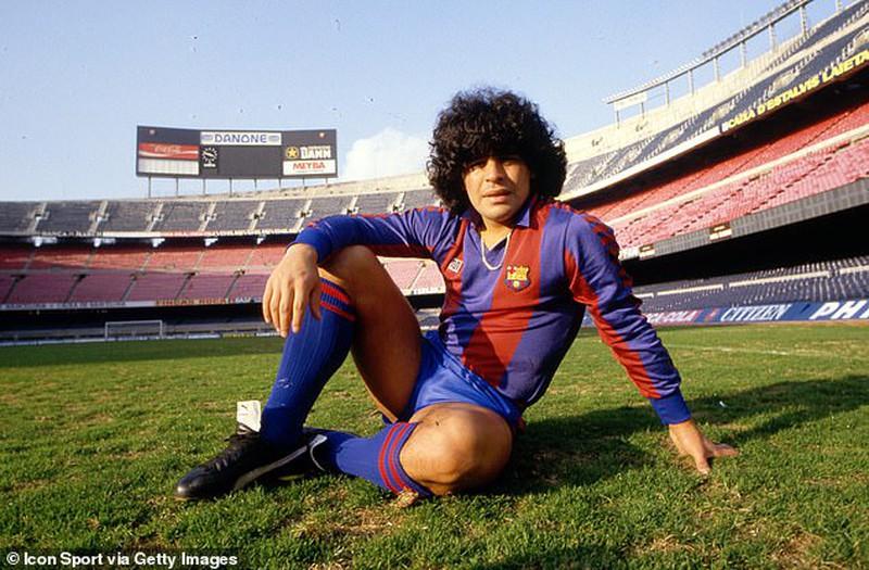 Khoảnh khắc điên rồ của Maradona: Xả súng vào phóng viên - Ảnh 1.