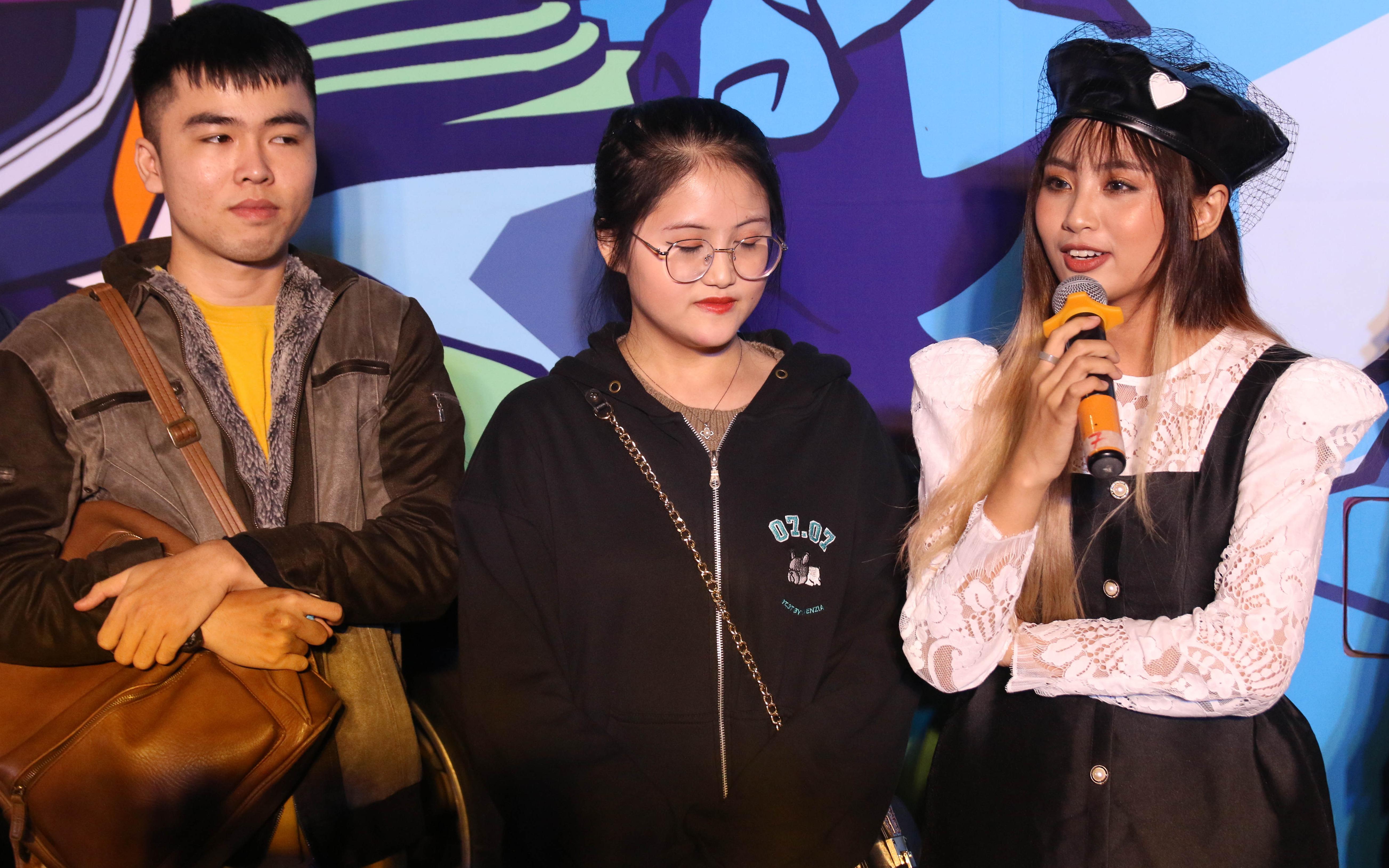 """Tham gia showmatch Tốc Chiến, cặp đôi Bomman - Minh Nghi ăn no hành vì """"imposter"""" Minas cùng bạn gái"""