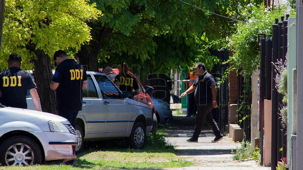 Biến cực căng: Bác sĩ chịu cáo buộc làm Maradona chết oan, văn phòng và nhà riêng bị cảnh sát ập vào khám xét, tịch thu nhiều tài liệu quan trọng - Ảnh 2.