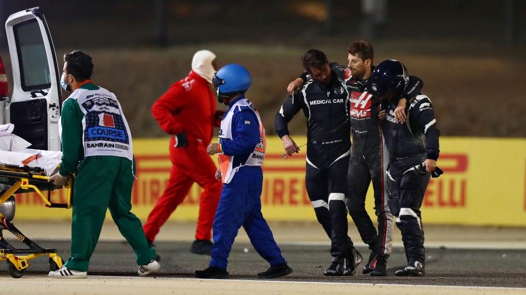 Màn thoát chết thần kỳ trên đường đua F1: Xe vỡ nát và bốc cháy ngùn ngụt hơn chục giây, tay đua mới lồm cồm thoát ra - ảnh 7