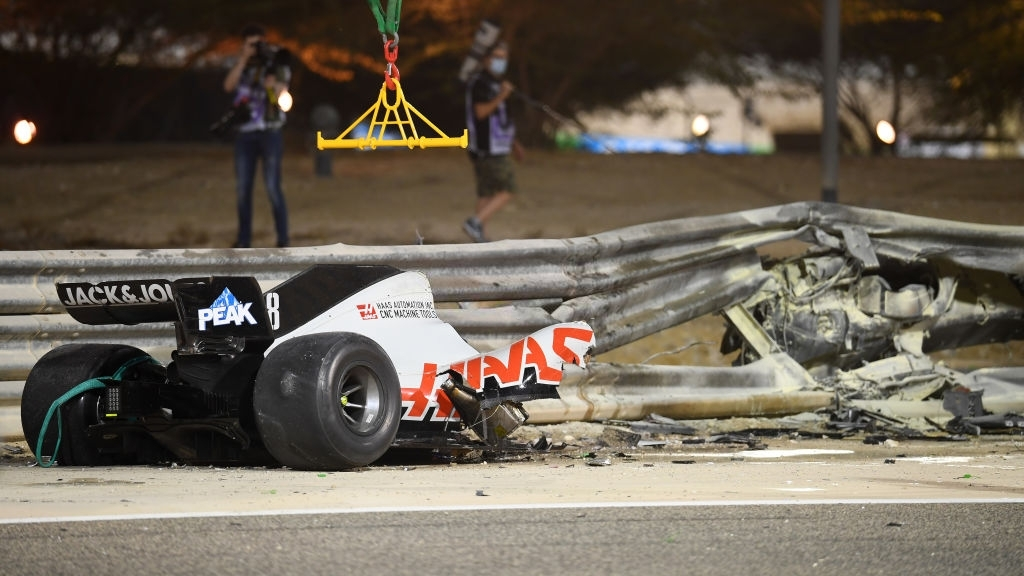Màn thoát chết thần kỳ trên đường đua F1: Xe vỡ nát và bốc cháy ngùn ngụt hơn chục giây, tay đua mới lồm cồm thoát ra - ảnh 9