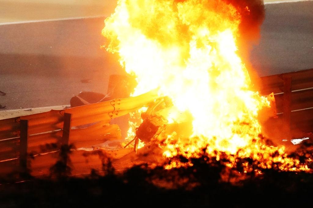 Màn thoát chết thần kỳ trên đường đua F1: Xe vỡ nát và bốc cháy ngùn ngụt hơn chục giây, tay đua mới lồm cồm thoát ra - ảnh 4