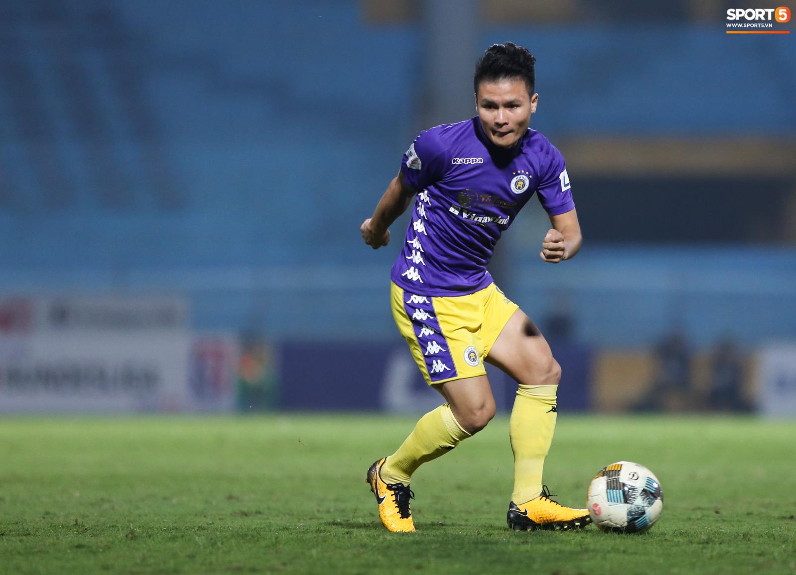 Bỏ mặc lùm xùm với Huỳnh Anh, Quang Hải được khen ghi bàn khiến đối phương vỡ trận - Ảnh 1.