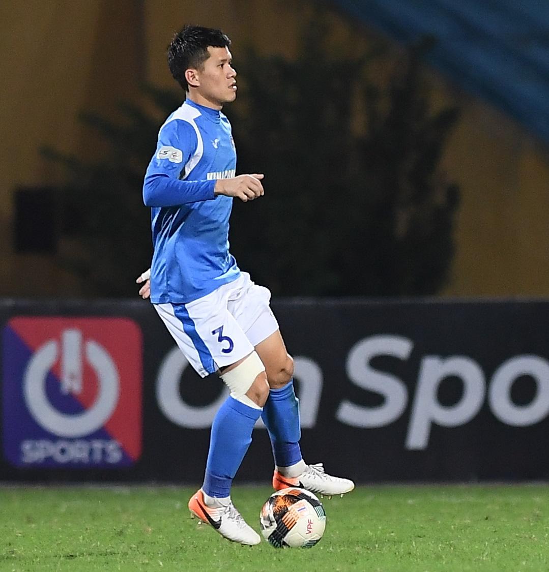 Cầu thủ điển trai được đề cử cho HLV Park Hang-seo khiến tất cả giật mình vì nằm ôm bụng dưới và cái kết thở phào - Ảnh 1.
