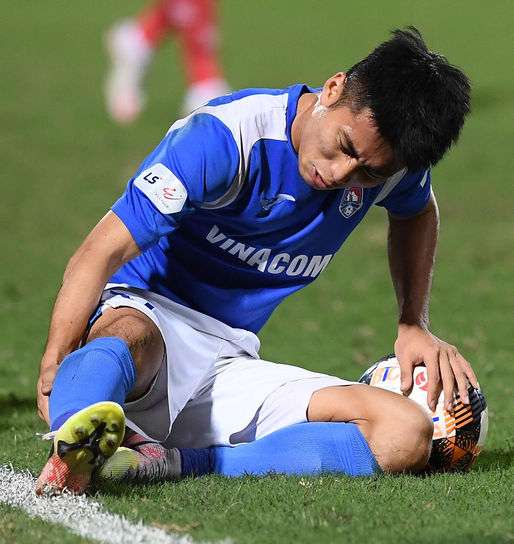 Cầu thủ điển trai được đề cử cho HLV Park Hang-seo khiến tất cả giật mình vì nằm ôm bụng dưới và cái kết thở phào - Ảnh 7.