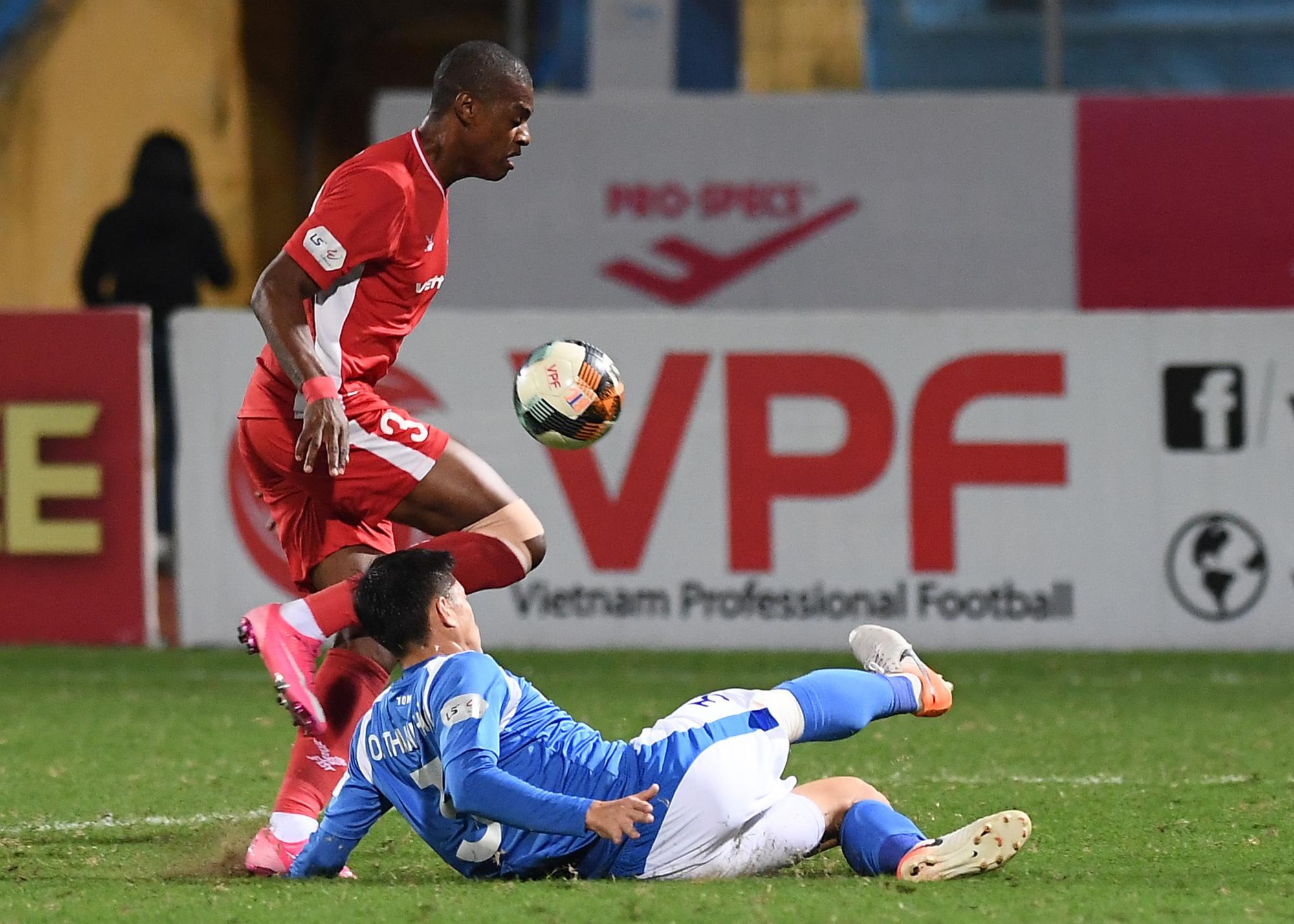 Cầu thủ điển trai được đề cử cho HLV Park Hang-seo khiến tất cả giật mình vì nằm ôm bụng dưới và cái kết thở phào - Ảnh 3.