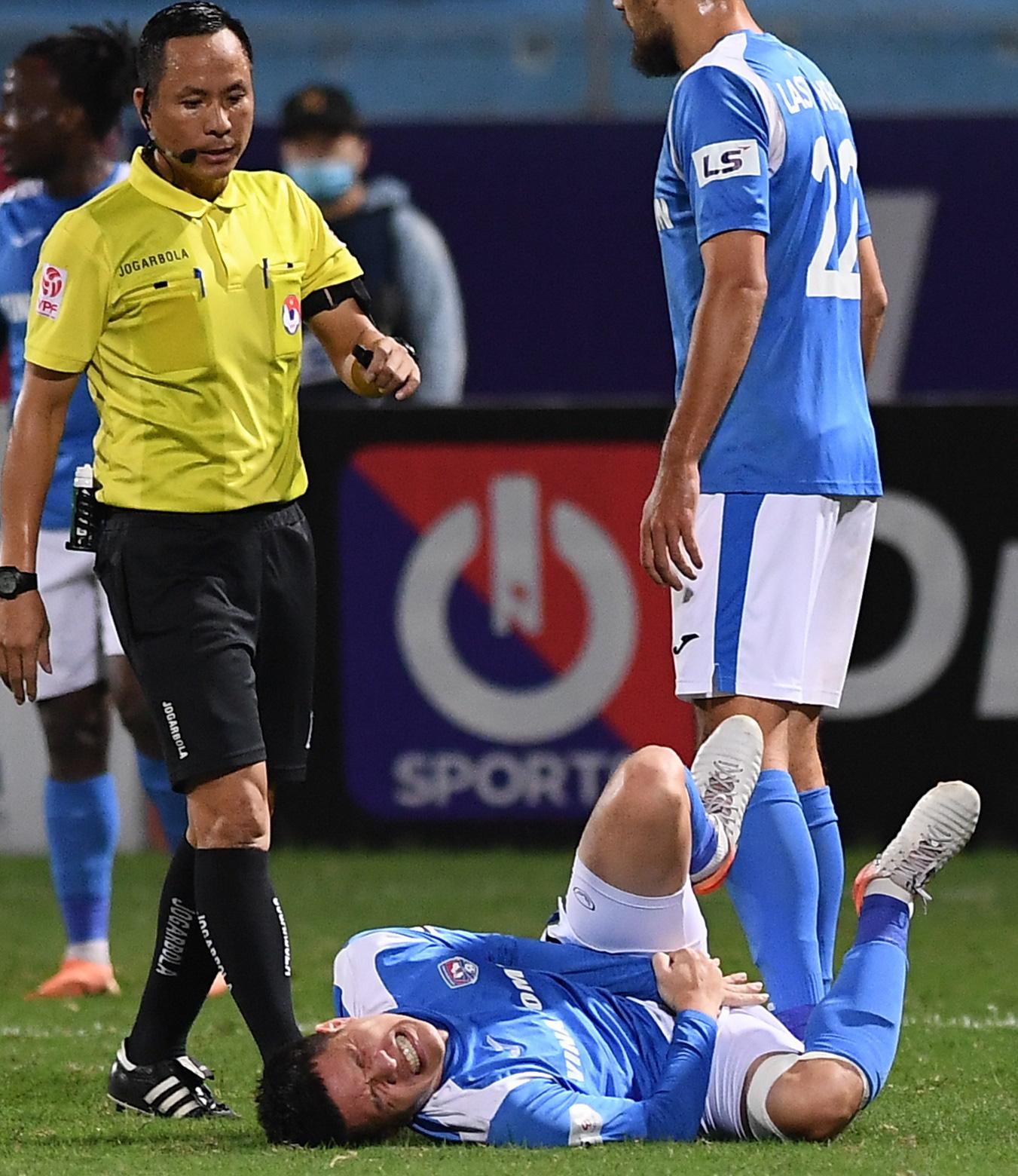 Cầu thủ điển trai được đề cử cho HLV Park Hang-seo khiến tất cả giật mình vì nằm ôm bụng dưới và cái kết thở phào - Ảnh 4.
