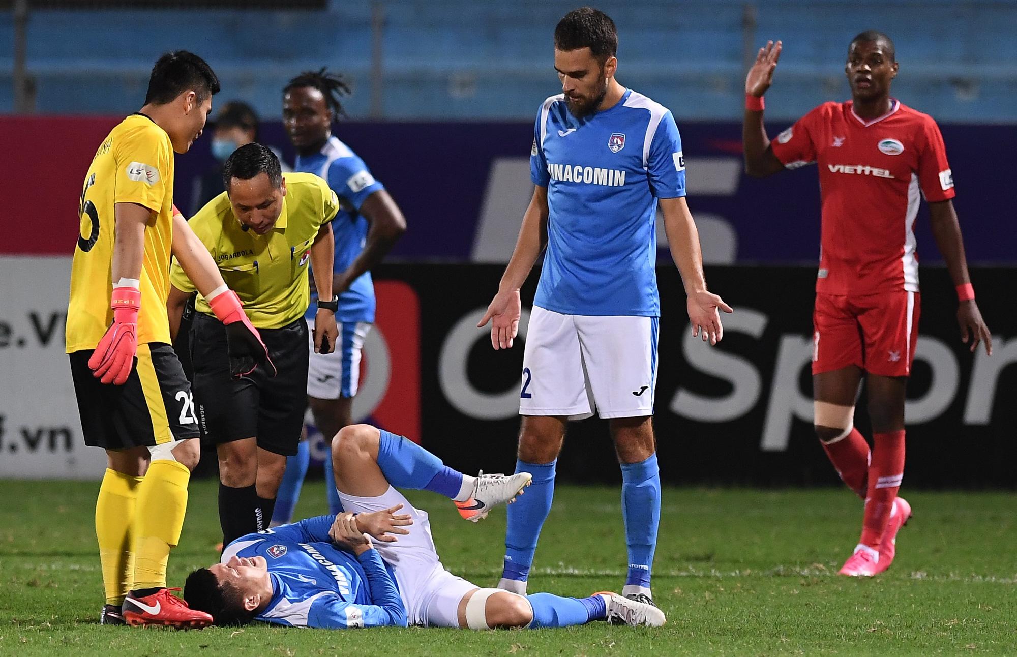 Cầu thủ điển trai được đề cử cho HLV Park Hang-seo khiến tất cả giật mình vì nằm ôm bụng dưới và cái kết thở phào - Ảnh 5.