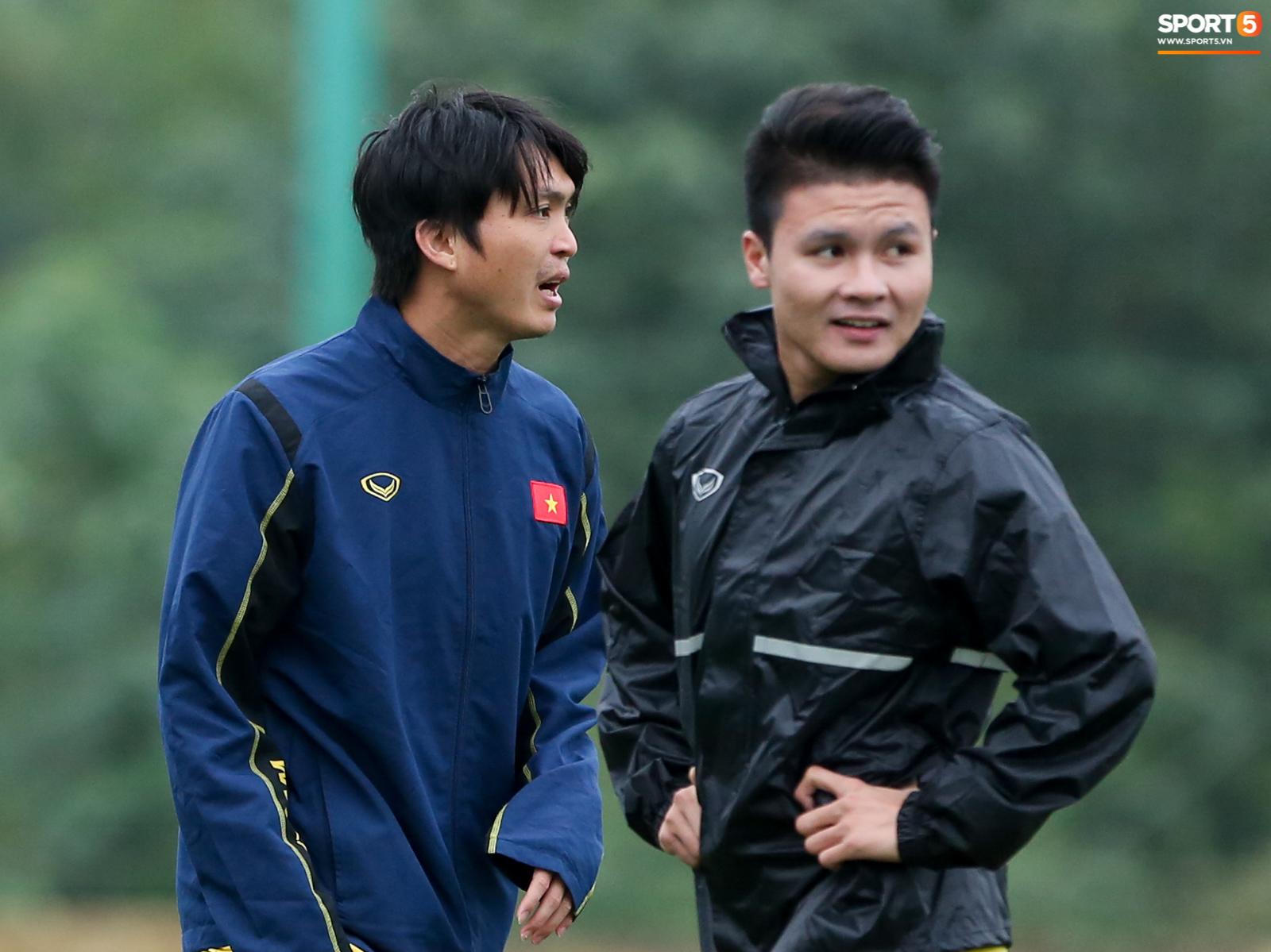 Tuấn Anh nhập hội tập với bác sĩ, Quang Hải hết cô đơn - Ảnh 6.