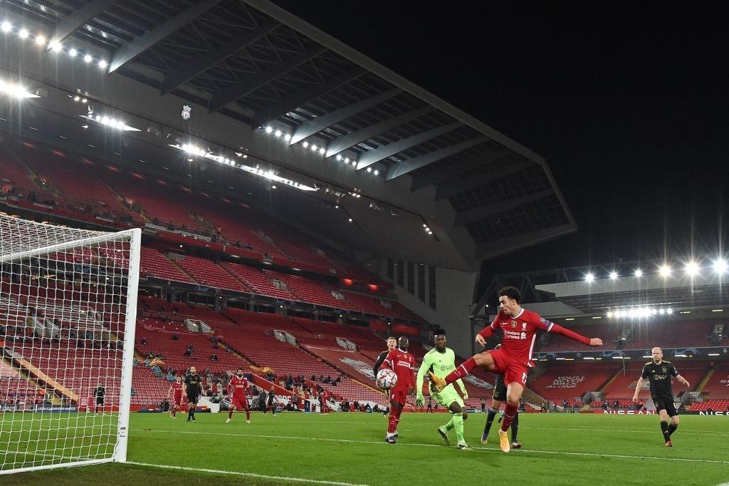 Sai lầm ngớ ngẩn của thủ môn giúp Liverpool giành vé vào knock-out Champions League - ảnh 7