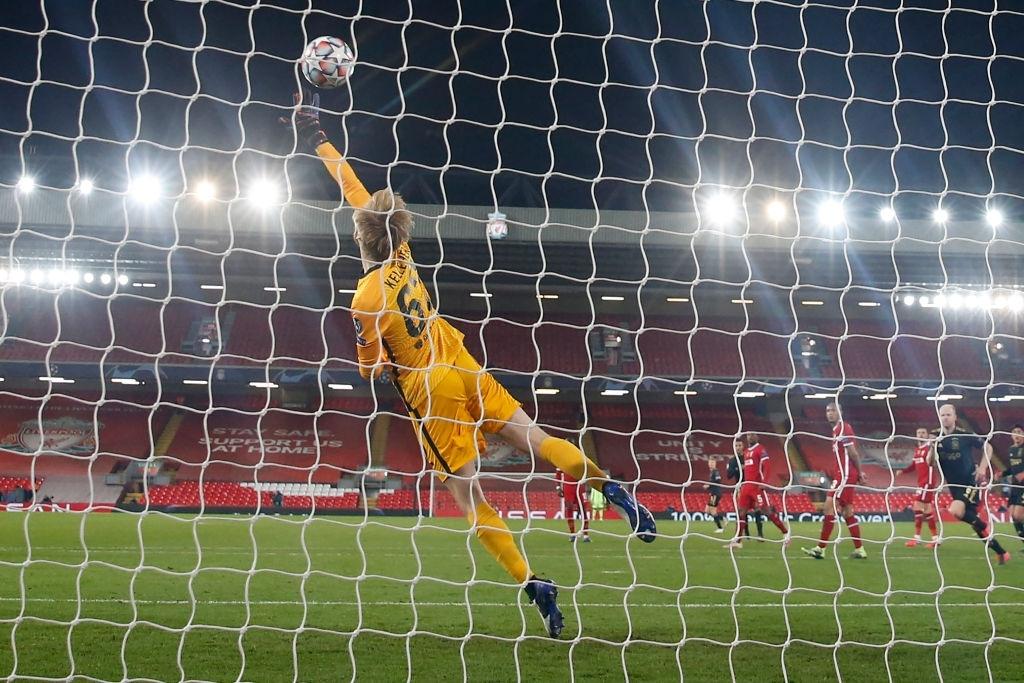 Sai lầm ngớ ngẩn của thủ môn giúp Liverpool giành vé vào knock-out Champions League - ảnh 10