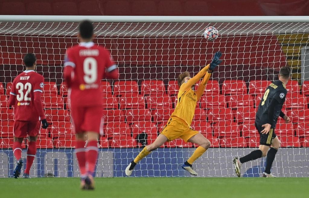Sai lầm ngớ ngẩn của thủ môn giúp Liverpool giành vé vào knock-out Champions League - ảnh 12