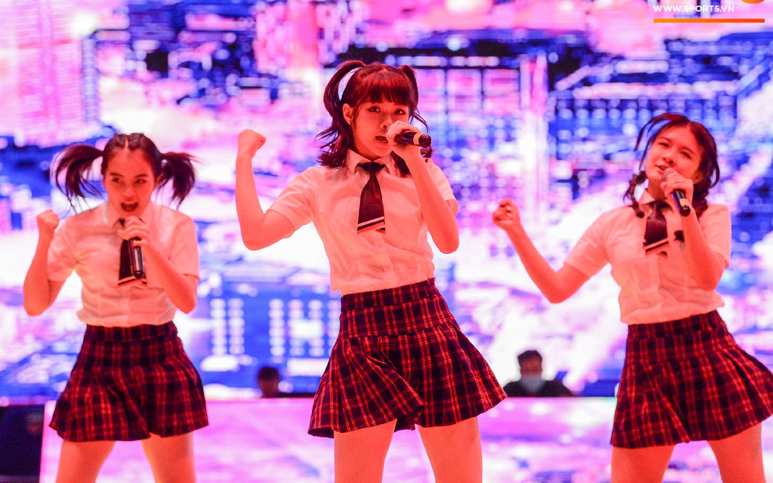 """VBA khiến fan """"đổ rạp"""" trước vẻ đẹp và tài năng của """"nhóm nhạc triệu đô"""" SGO48"""