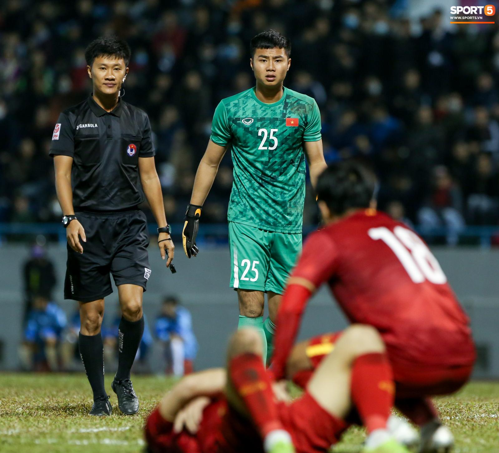 Văn Lâm được theo dõi online, HLV Park Hang-seo chưa quyết triệu tập lên tuyển Việt Nam - Ảnh 2.