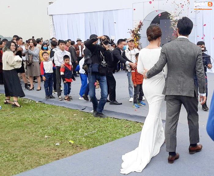 Công Phượng chăm sóc Viên Minh từng li trong lễ cưới ở Nghệ An - Ảnh 3.