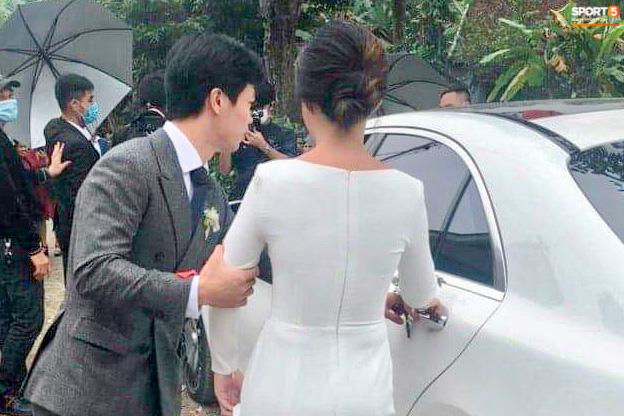 Công Phượng chăm sóc Viên Minh từng li trong lễ cưới ở Nghệ An - Ảnh 1.