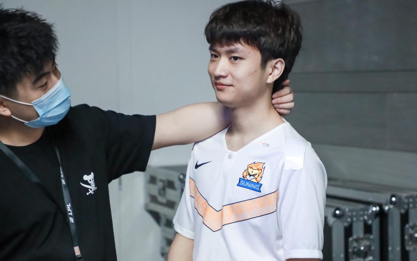 Sau scandal qua đêm với fangirl, huanfeng không tham dự All-Star LPL 2020