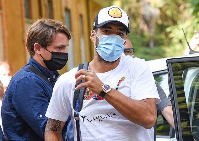 Tiếp tay Suarez gian lận thi cử, 4 quan chức đại học mất việc - ảnh 1