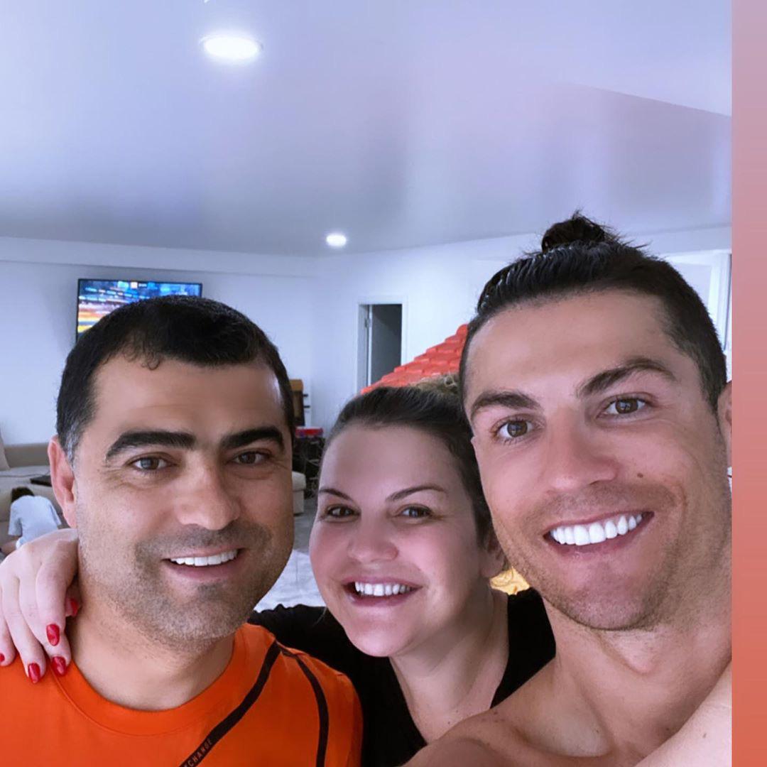 Ronaldo bị cựu chủ tịch Juve coi là hình tượng xấu khiến đồng đội đua đòi: Cậu ta nói về Bồ Đào Nha vì mẹ ốm mà suốt ngày chụp ảnh bên bể bơi! - Ảnh 2.